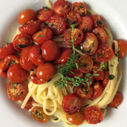 Linguine with oven-roasted tomatoes and thymes